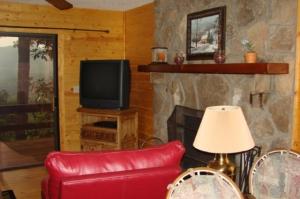 612 Cardinal Rd-livingroom